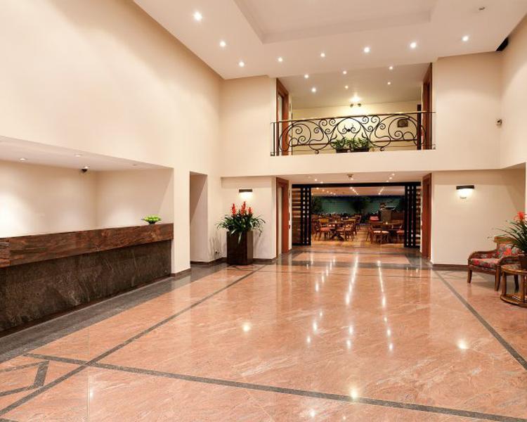 LOBBY ESTELAR Suites Jones Hotel
